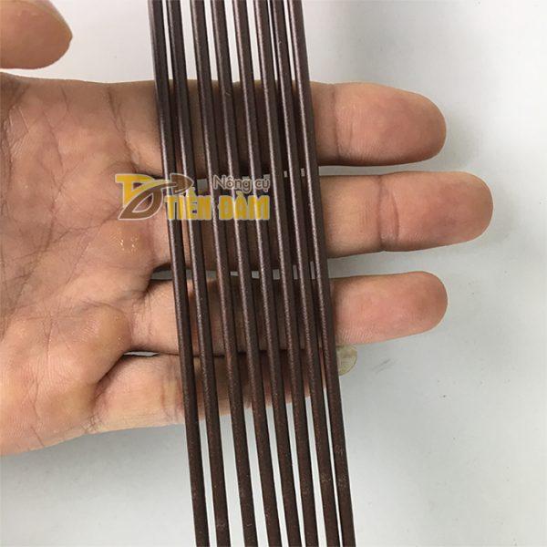 10 que cắm lan dài 70cm màu nâu - VTK7